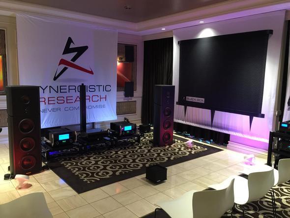 【ブライトーンブース】Synergistic Reserch 新製品 ヘッドフォントランスデューサーを展示